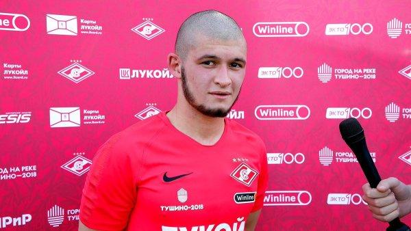 «Спортсмену можно все?»: Камеры зафиксировали нападение футболиста из «Спартака» на пешехода