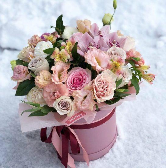 Доставка цветов в коробке в Одессе