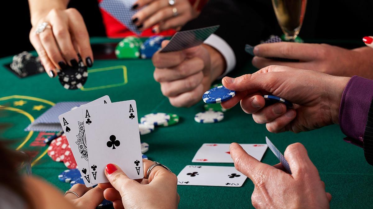 Живые трансляции турниров по покеру от ПокерДом