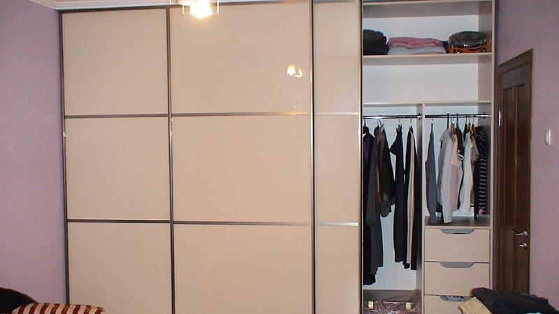 Изготовление встроенных шкафов-купе на заказ